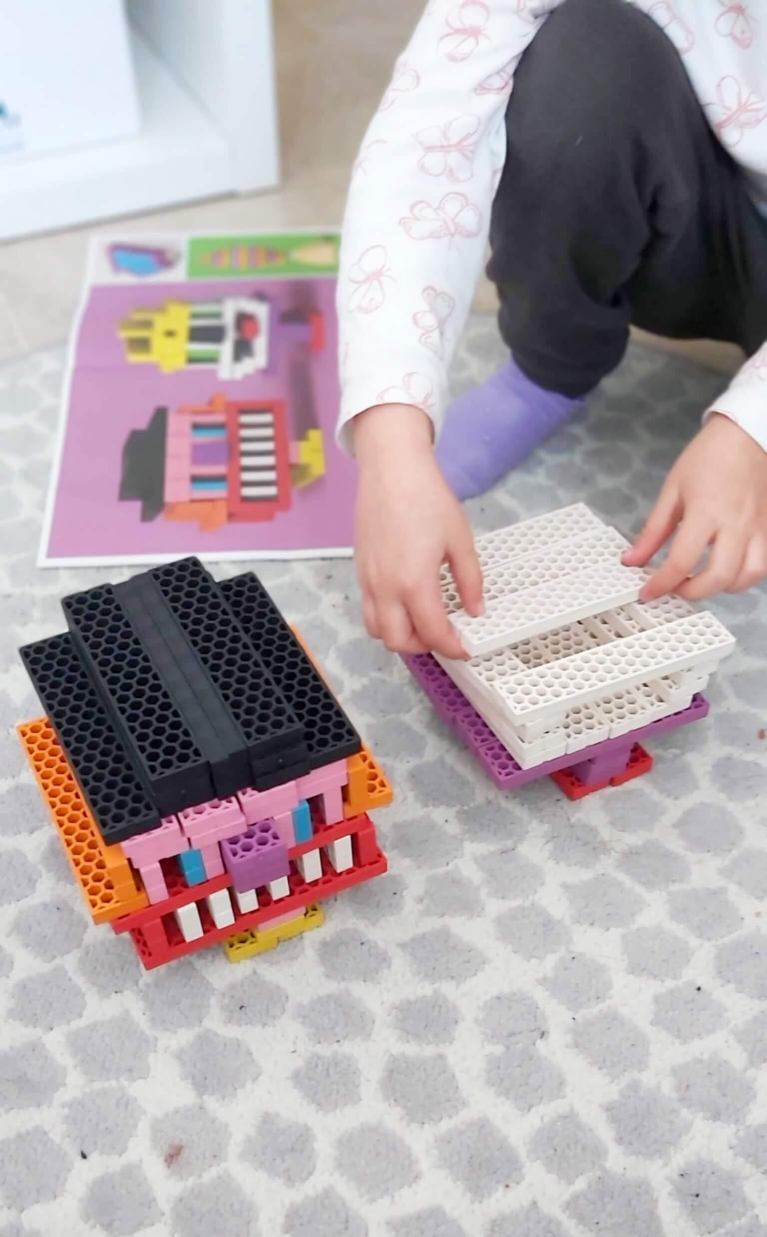 jugar con bloques y construcciones 1